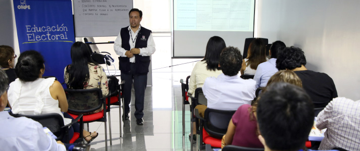 ONPE realizó taller de educación electoral a personal del RENIEC